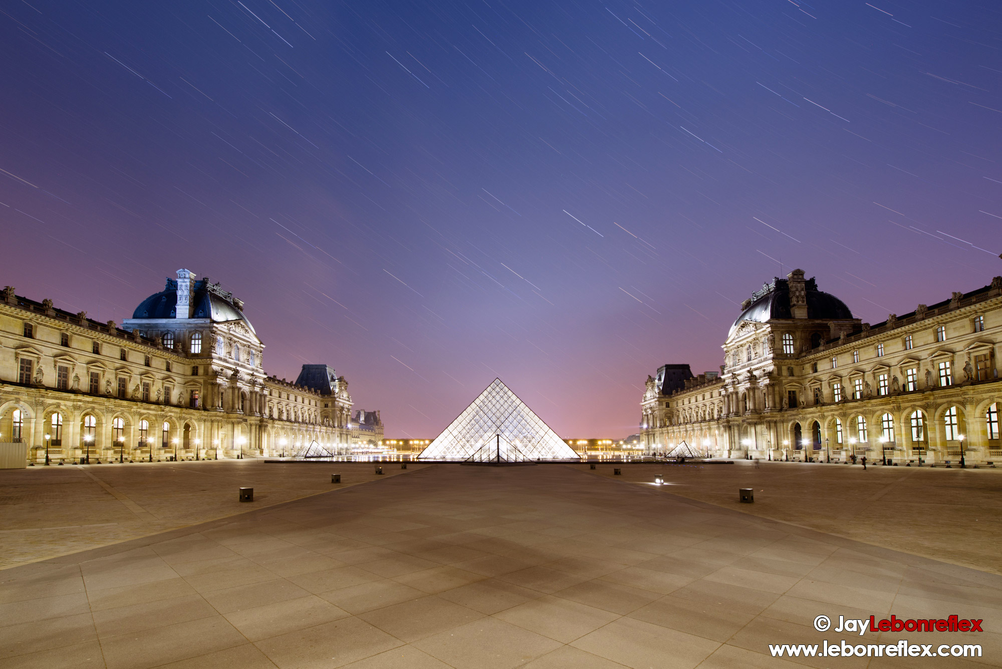 Le Louvre de nuit – Paris