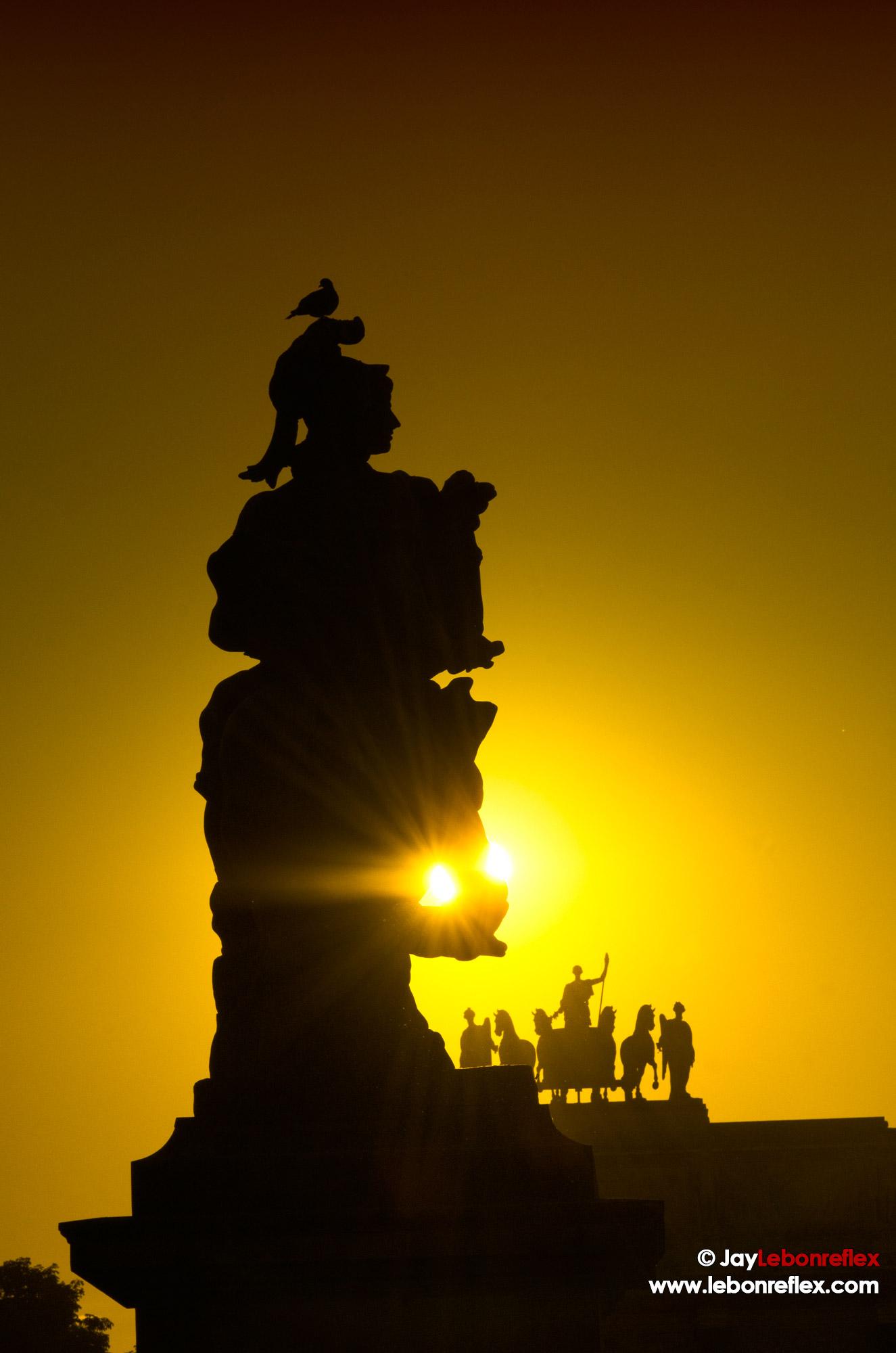 Statue en contre jour – Paris
