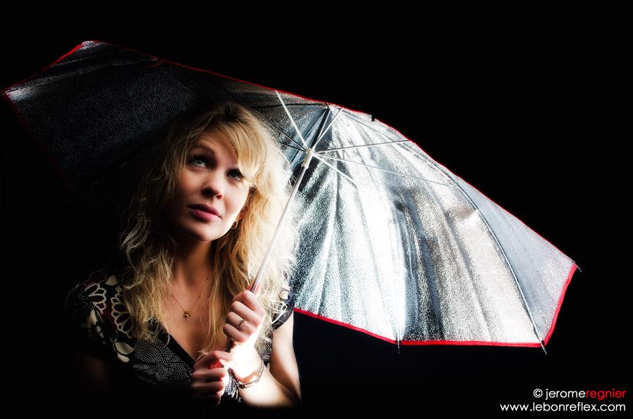 Un parapluie qui garde la lumière